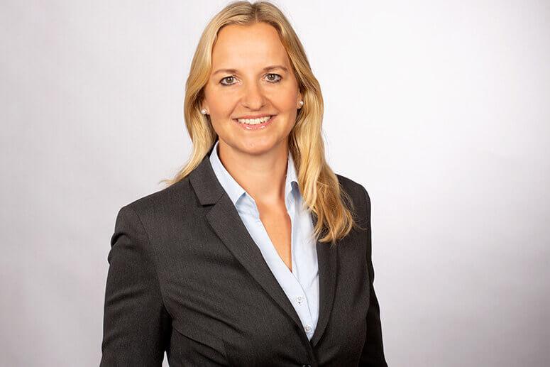 Portraitfoto von Rechtsanwältin Sandra Schaller